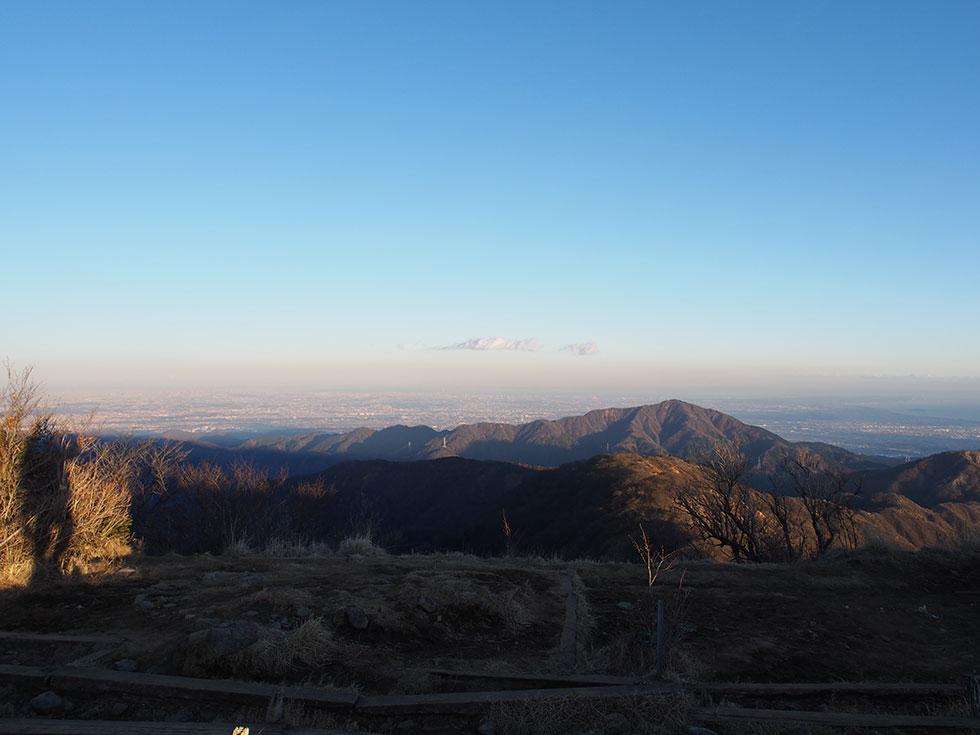 夕日に照らされる大山