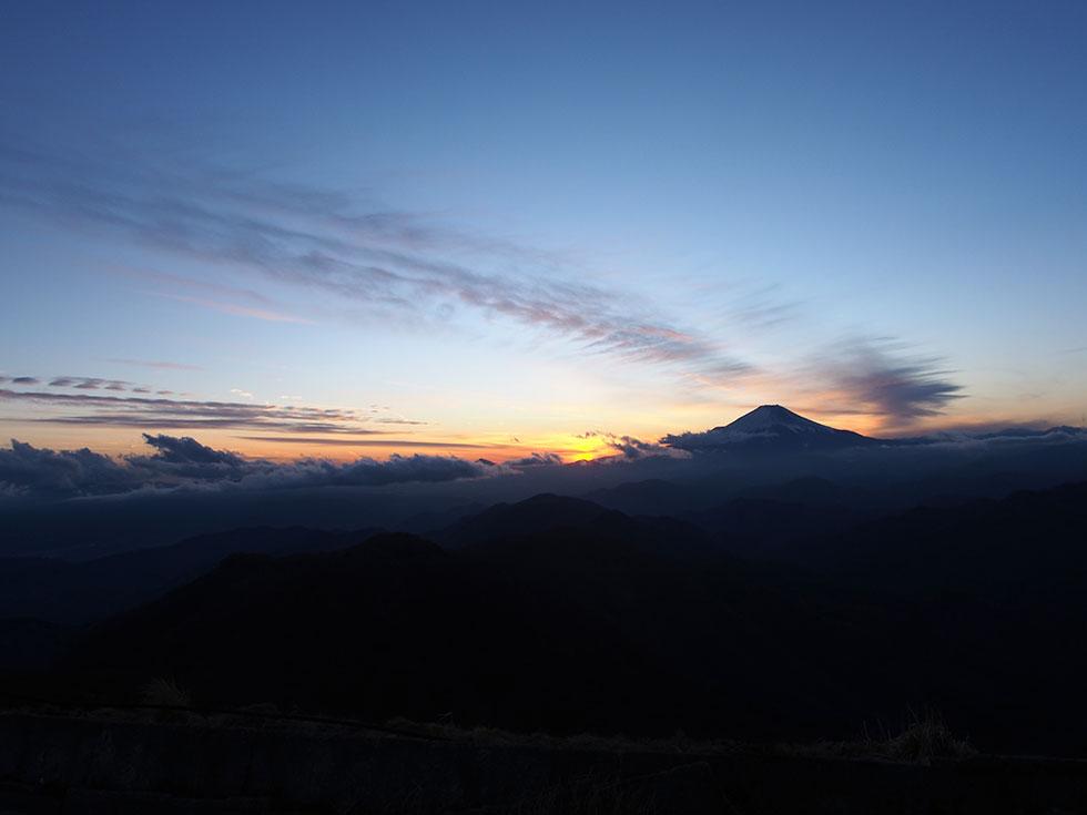 塔ノ岳から見る富士山と夕日