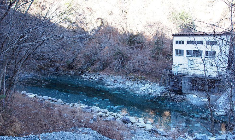 丹沢ユーシンブルーな渓谷