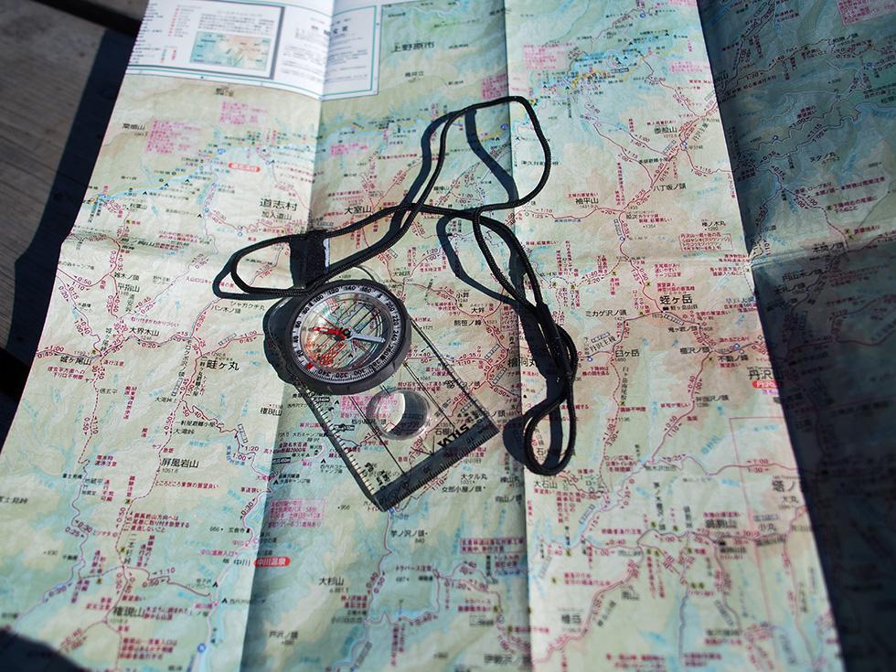 登山地図を準備する