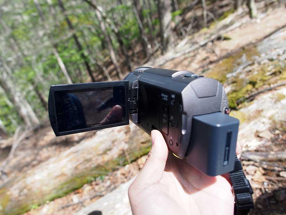 登山動画に浸かっているSonyのハンディカム