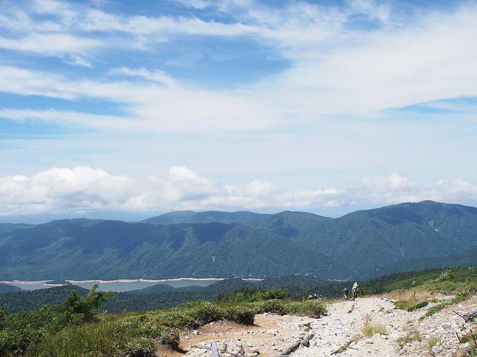 太郎坂から見る有峰湖