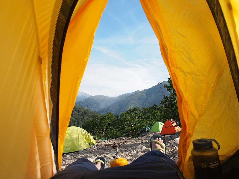 薬師沢キャンプ場でテントを張る