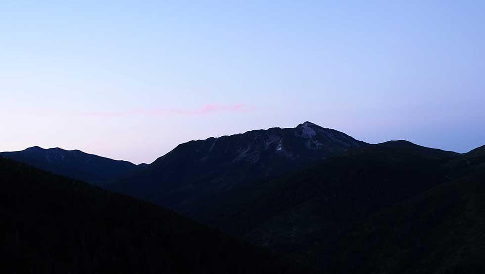 薬師沢キャンプ場から見る黒部五郎岳
