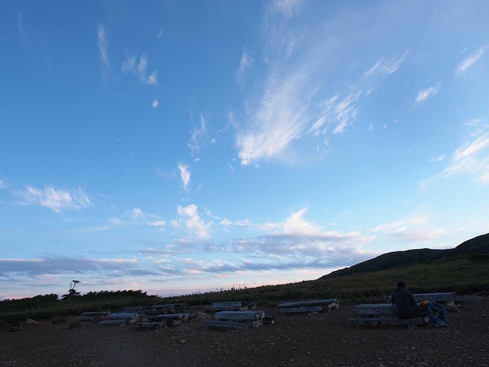 太郎平小屋前から見る青空
