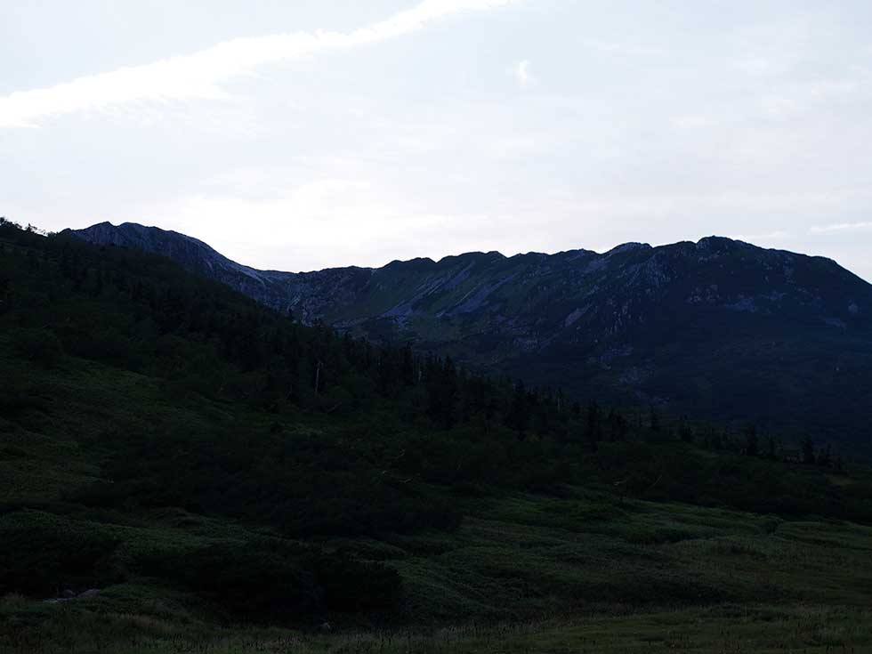 黒部五郎小舎のテント場から見る薬師岳