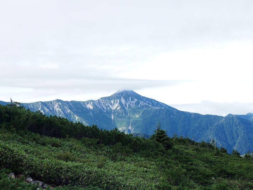 雲のかかった笠ヶ岳