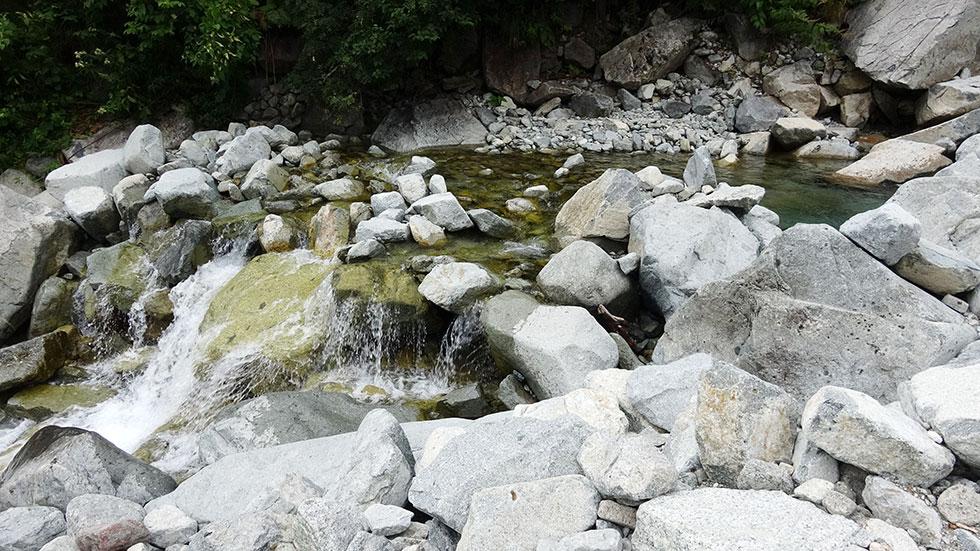 新穂高温泉へ下山する 小池新道 秩父沢