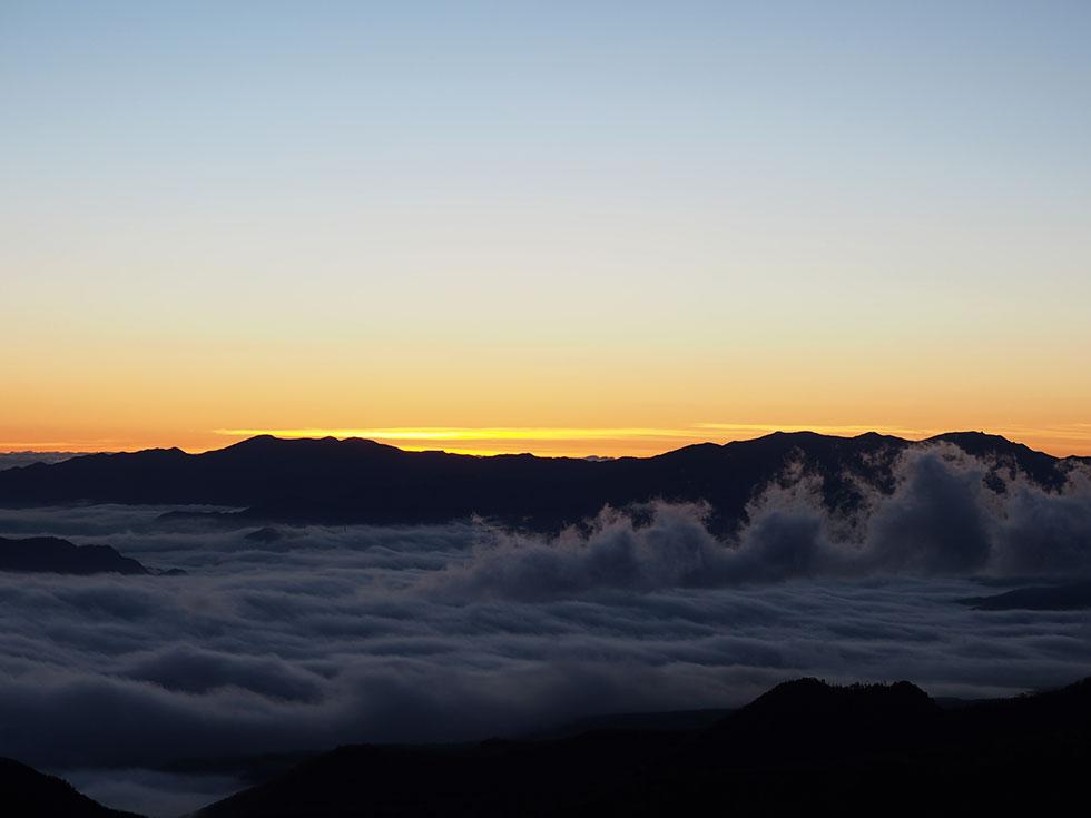 中山峠の展望台から見る素晴らしい日の出