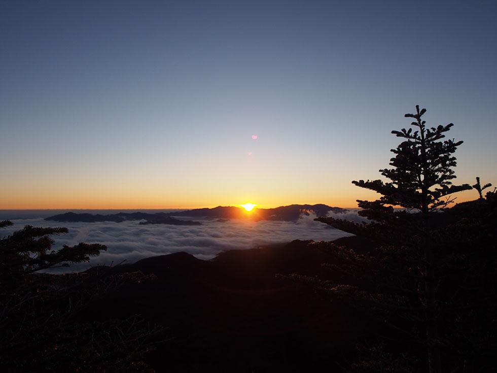 中山峠の展望台から見る日の出