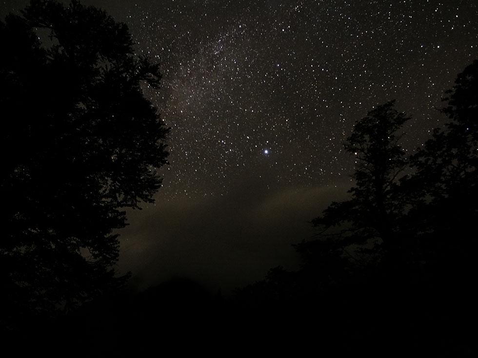 上高地の徳澤キャンプ場から見た夜空の星々