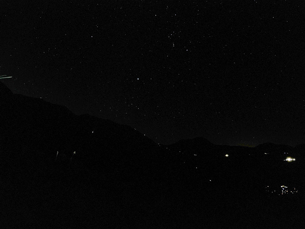 立山の雷沢から見た夜空の星々